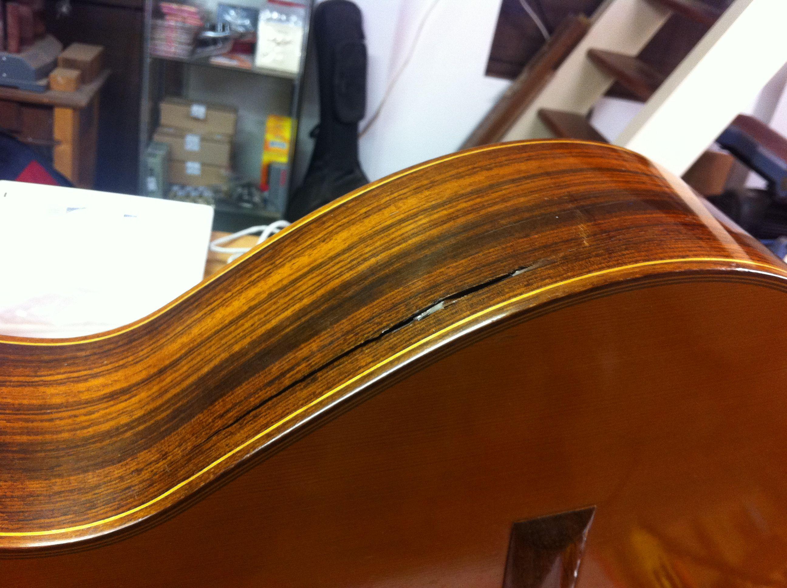 Reparatie zijkant scheur gitaar